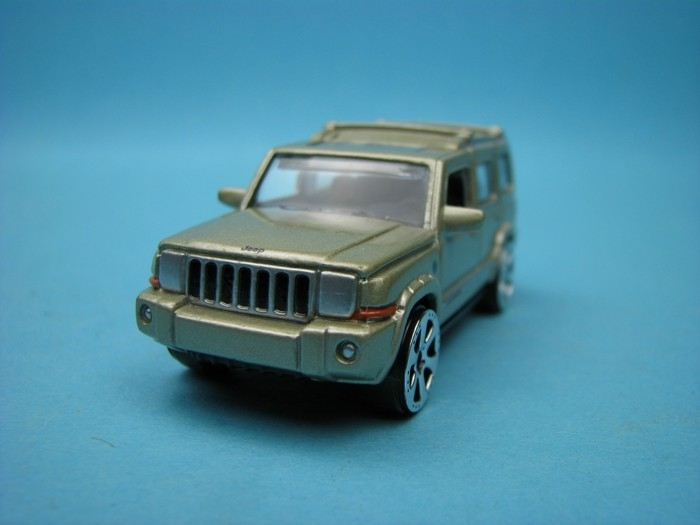 Jeep Commander silver gold 1:64 Motor Max